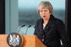 北アイルランドを訪問し、支持を求めるメイ首相(2月5日)
