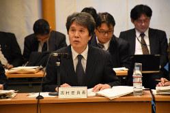 中央は西村清彦・統計委員会委員長