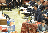 Prime Minister Shinzo Abe answers questions about the relocation of U.S. Marine Corps Air Station Futenma within Okinawa Prefecture, during a House of Representatives Budget Committee session on Feb. 20, 2019. (Mainichi/Masahiro Kawata)