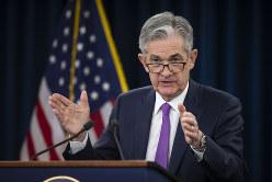 ハト派姿勢を鮮明にした米連邦準備制度理事会(FRB)のパウエル議長。1月30日、米連邦公開市場委員会(FOMC)後の記者会見=ワシントンで(Bloomberg)