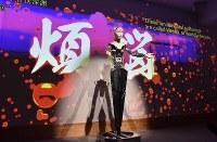 プロジェクションマッピングを用いて行われた、アンドロイド観音「マインダー」による法話=京都市東山区の高台寺で2019年2月23日午後1時27分、川平愛撮影