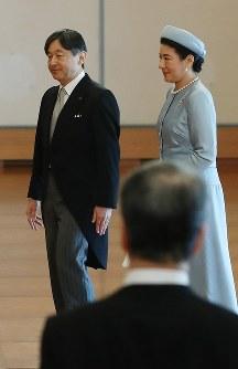 天皇陛下の即位30年祝賀行事で天皇、皇后両陛下にあいさつされ、退出する皇太子ご夫妻=皇居・宮殿「松の間」で2019年2月24日午前10時32分、小川昌宏撮影