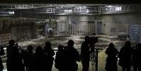 報道陣らに公開されたアジアゾウと新しいゾウ舎=札幌市中央区の円山動物園で2019年2月24日、貝塚太一撮影