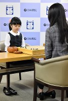 Nine-year-old Go prodigy Sumire Nakamura plays against top Taiwanese female player Joanne Missingham while sitting on her heels on a chair after taking her shoes off at the Nihon Ki-in (Japan Go Association) headquarters in Tokyo's Chiyoda Ward on Feb. 20, 2019. (Mainichi/Toshiki Miyama)