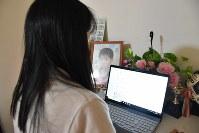 情報提供を呼びかけるためブログを始めた小関孝徳さんの母親=埼玉県熊谷市の自宅で、中川友希撮影
