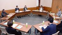 意見交換会に出席した裁判員経験者ら=奈良市の奈良地裁で、数野智史撮影