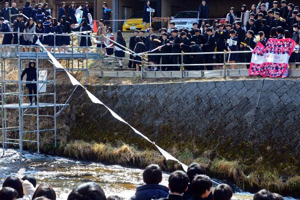 白線流し 輝く伝統と友情、川の流れのように…岐阜・斐太高 - 毎日新聞