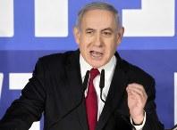首相官邸で声明を発表するネタニヤフ首相=エルサレムで2月28日、AP