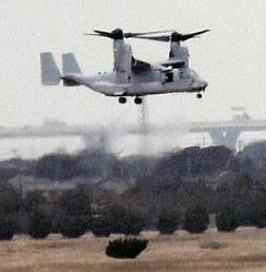 2月26日午前10時過ぎ、整備後初の試験飛行に飛び立つオスプレイ=木更津市の陸上自衛隊木更津駐屯地で