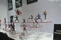 ウルトラマンの特別展会場に置かれた大人向けのフィギュア=上海市内で2019年3月1日、工藤哲撮影