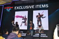 ウルトラマンの特別展会場で紹介された限定フィギュア=上海市内で2019年3月1日、工藤哲撮影