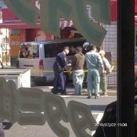 車が店内に突っ込んだ事故現場=住民提供