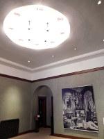東京都庭園美術館で開催されている岡上淑子さんの展覧会=東京都港区白金台5で、青山郁子撮影