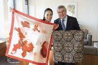 IOC本部を訪問(右はバッハ会長)(C)2019 IOC/Greg Martin