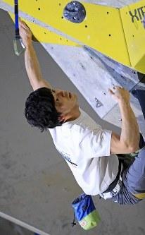 リード男子決勝、完登で優勝した藤井快=千葉県印西市で2019年3月3日、梅村直承撮影