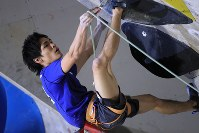 リード男子決勝、壁に挑む樽崎智亜=千葉県印西市で2019年3月3日、梅村直承撮影