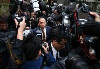 初公判を終え、大阪地裁を後にする籠池泰典被告=大阪市北区で2019年3月6日午後5時6分、小出洋平撮影