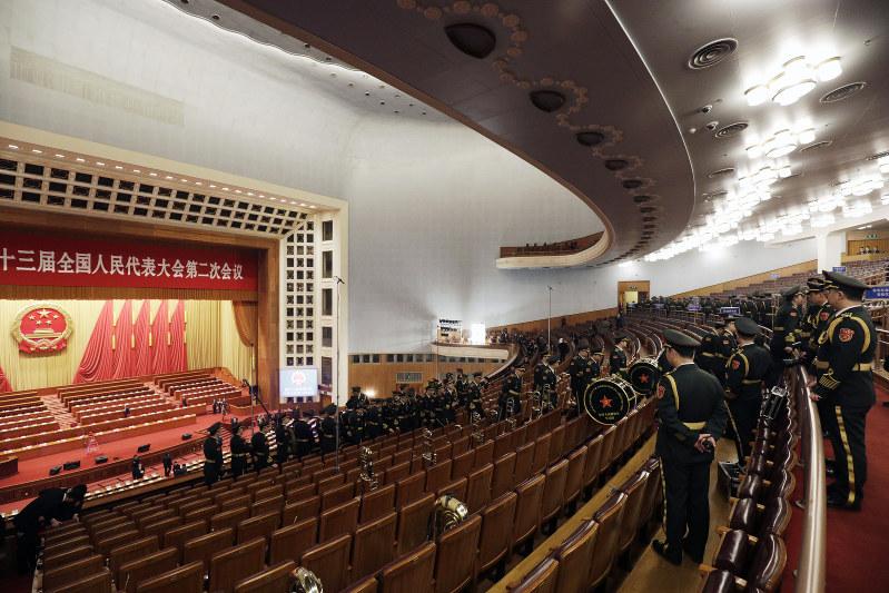 3月5日に中国・北京の人民大会堂で開幕した全人代(Bloomberg)