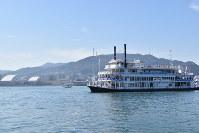 湖上をパレードする観光船ミシガン=大津市の琵琶湖上で2019年3月9日午前10時29分、成松秋穂撮影