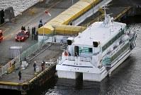 海洋生物とみられる物体と衝突した高速船=新潟県佐渡市で2019年3月9日午後5時12分、本社ヘリから