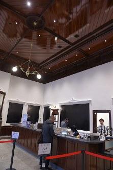 大がかりな保存改修工事を終え、3月10日にグランドオープンするJR門司港駅の切符売り場=北九州市門司区で2019年3月9日午後5時58分、上入来尚撮影