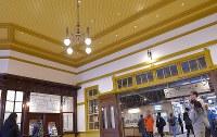 大がかりな保存改修工事を終え、10日にグランドオープンするJR門司港駅のエントランス付近=北九州市門司区で2019年3月9日午後5時50分、上入来尚撮影