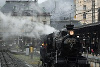 A steam locomotive is seen in action to celebrate the reopening of the renovated JR Mojiko Station building in Kitakyushu's Moji Ward on March 10, 2019. (Mainichi/Takashi Kamiiriki)