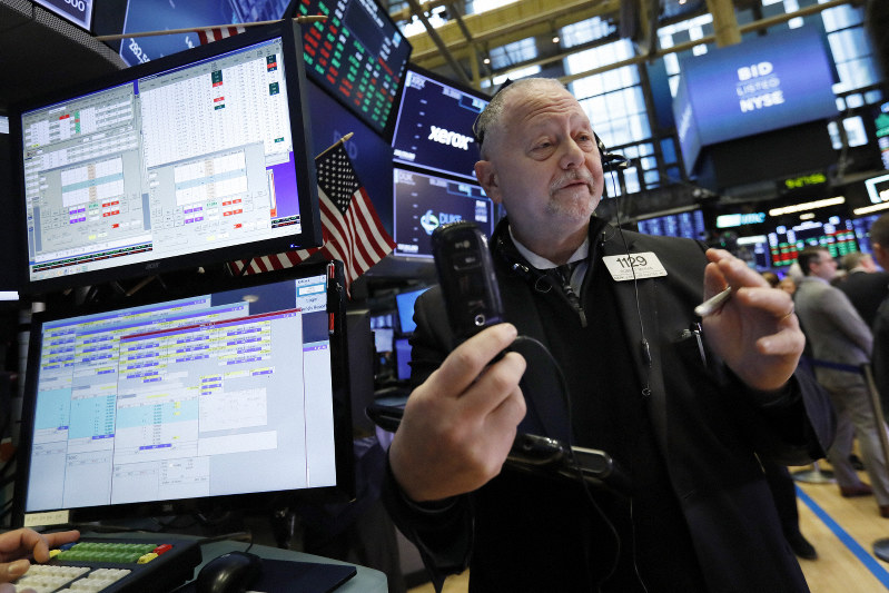 Stocks end mostly higher; Boeing falls