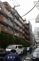 加藤さんの遺体が見つかったマンション=東京都江東区で2019年2月28日午後3時50分、藤井達也撮影