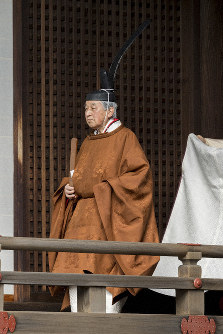 Emperor Akihito makes his way to the Imperial Sanctuary of the Three Palace Sanctuaries to report his abdication and its date, at the Imperial Palace in Tokyo at around 10 a.m. on March 12, 2019. (Photo courtesy of the Imperial Household Agency)