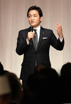 国民民主党のパーティーであいさつする玉木雄一郎代表=東京都港区で2019年3月14日午後6時50分、根岸基弘撮影
