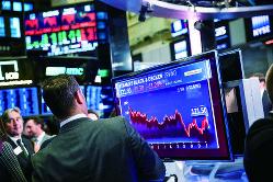 市場は2018年の米株安のショックを引きずっている(Bloomberg)