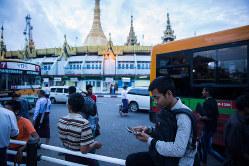 ミャンマーではモバイル人口が急拡大(Bloomberg)