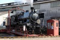 JR九州:転車台で方向転換するSL人吉号(8620形蒸気機関車)=熊本県人吉市で2009年11月27日午後1時48分、松田嘉徳撮影