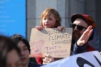 地球温暖化対策の強化を求める若者の世界一斉デモを前に開かれた集会に参加した子ども=東京都渋谷区で2019年3月15日午後2時36分、後藤由耶撮影