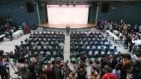 斉藤善也毎日新聞大阪本社代表のあいさつで始まった第91回選抜高校野球大会の組み合わせ抽選会=大阪市北区の毎日新聞大阪本社オーバルホールで2019年3月15日、中村真一郎撮影
