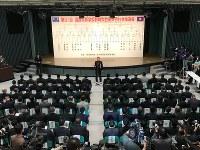 1回戦最後の試合で智弁和歌山との対戦が決まった熊本西=大阪市北区の毎日新聞大阪本社オーバルホールで2019年3月15日、中村真一郎撮影