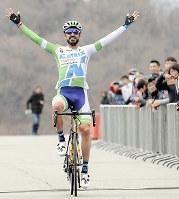 「修善寺ロードレースDay2」で優勝したマンセボ=全日本実業団自転車競技連盟提供