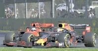F1オーストラリア・グランプリで3位に入賞したレッドブル・ホンダのフェルスタッペン(右)=メルボルンで、AP