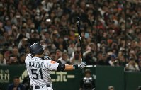 The Seattle Mariners' Ichiro Suzuki steps up to the plate in the top of the second inning of an exhibition game versus the Yomiuri Giants at the Tokyo Dome, on March 17, 2019. Ichiro batted ninth. (Mainichi/Tatsuro Tamaki)