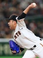 Yomiuri Giants pitcher Nobutaka Imamura delivers during an exhibition game versus the Yomiuri Giants at the Tokyo Dome, on March 17, 2019. (Mainichi/Tatsuro Tamaki)