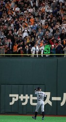 Fans in the stands at the Tokyo Dome cheer Seattle Mariners right fielder Ichiro Suzuki during an exhibition game versus the Yomiuri Giants, on March 17, 2019. (Mainichi/Tatsuro Tamaki)