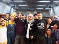 「Bicycle Film Festival」で参加者たちと盛り上がる内田裕也さん=2015年10月30日撮影