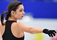 世界選手権開幕を控え練習するロシアのエフゲニア・メドベージェワ=さいたまスーパーアリーナで2019年3月18日、宮間俊樹撮影