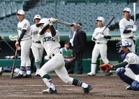 打撃練習をする市和歌山の選手たち=阪神甲子園球場で2019年3月18日、山田尚弘撮影