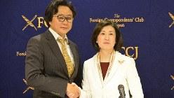大塚家具の大塚久美子社長(右)とハイラインズの陳海波社長