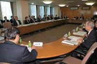 竹田恒和会長(奥中央)らが出席して開かれたJOC理事会=東京都渋谷区で2019年3月19日午後2時58分、梅村直承撮影