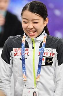 女子シングルSPの滑走順抽選会で最後から2番目を引き当て苦笑いする紀平梨花=さいたまスーパーアリーナで2019年3月19日、宮間俊樹撮影