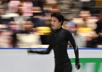 世界選手権開幕を控え練習用リンク滑る羽生結弦=さいたまスーパーアリーナで2019年3月19日、宮間俊樹撮影