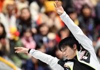 世界選手権開幕を控え練習する羽生結弦=さいたまスーパーアリーナで2019年3月19日、宮間俊樹撮影